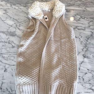 NWT Gap knit vest w sterling collar.